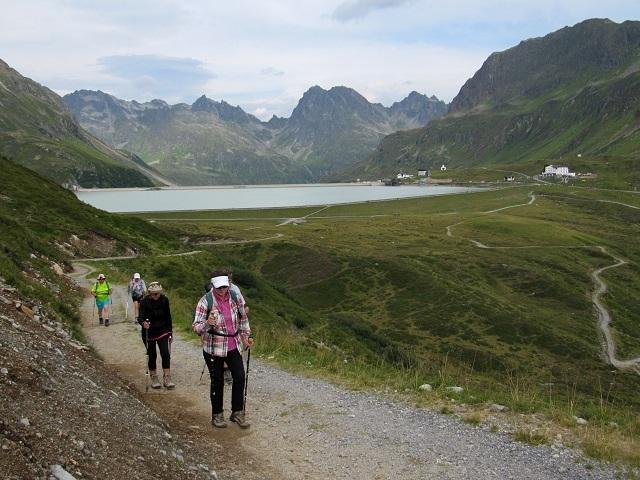 Vue sur le Silvretta See et l'hôtel Piz Buin