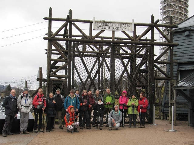 Le groupe devant l'entrée du Camp du Struthof