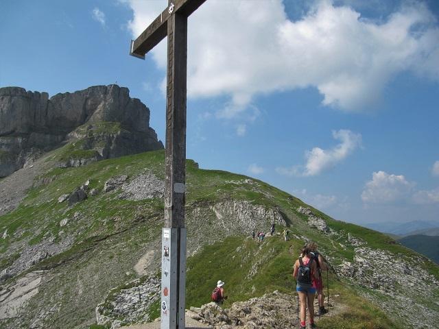 Hahnenköpfle 2158m  - Vue à gauche la croix du Hoher Ifen