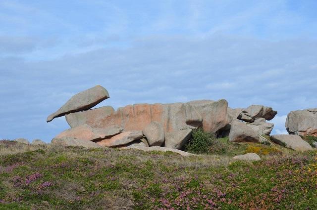 Bouteille renversée sur la Côte de granit rose