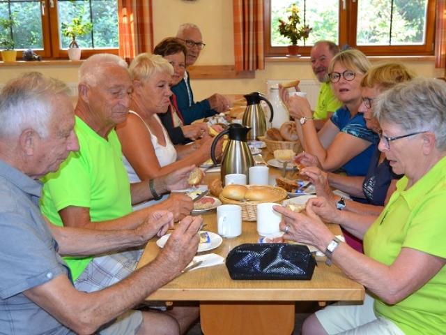 Petit déjeuner à la Schneiderfeld Hütte