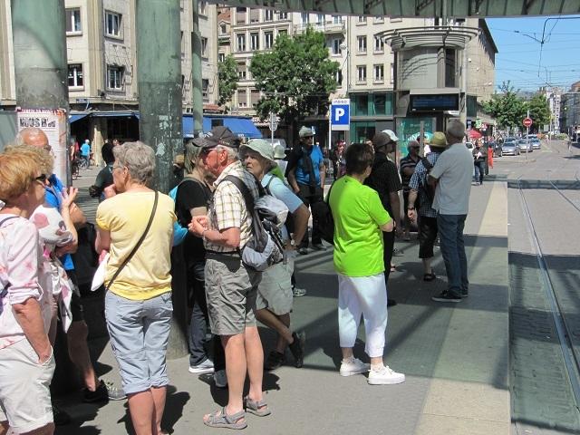Strasbourg - Attente du tram station Homme de fer