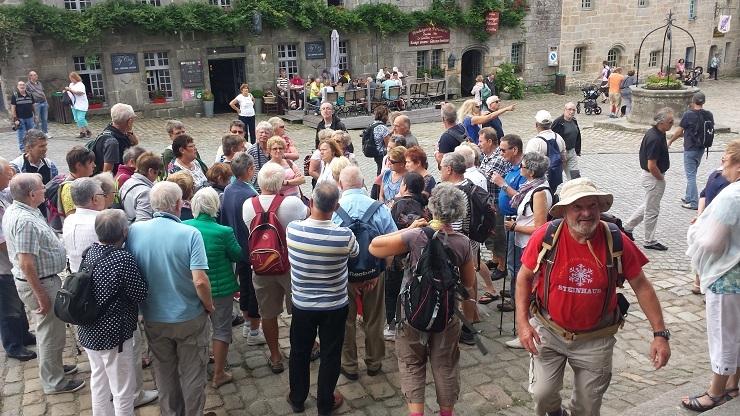 069 Locronan, le groupe en visite guidée
